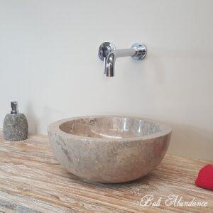Bagno con lavello in marmo o pietra